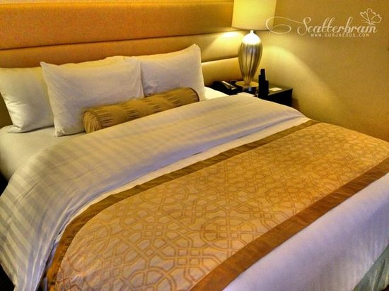 Crimson Hotel Filinvest City, Manila: Deluxe Room with One (1) King-sized Bed