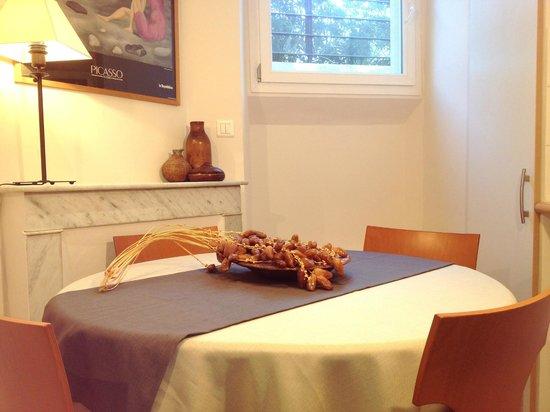 Appartements 7 Florian : Salle a manger