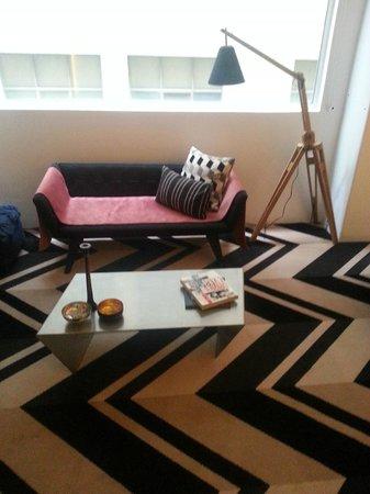 Adelphi Hotel : living room