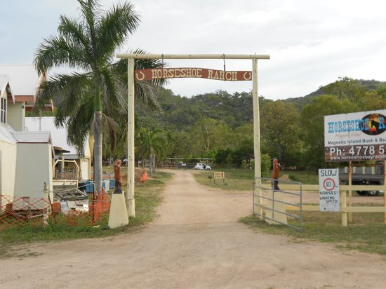 Horseshoe Bay Ranch: Entrance to ranch