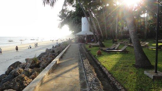 Severin Sea Lodge: Blick auf Swingbar + Strand