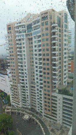 Sheraton Surabaya Hotel & Towers: outside view from the room (in the rain)