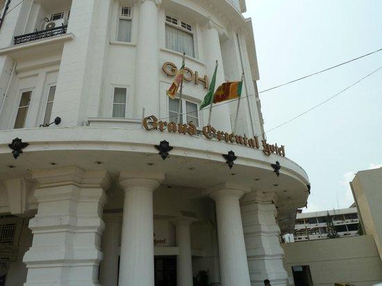 Grand Oriental Hotel: Hotel facade
