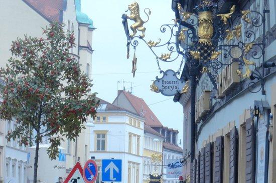 Brauerei Spezial: Вывеска ресторана, напротив тоже классный пивной бар
