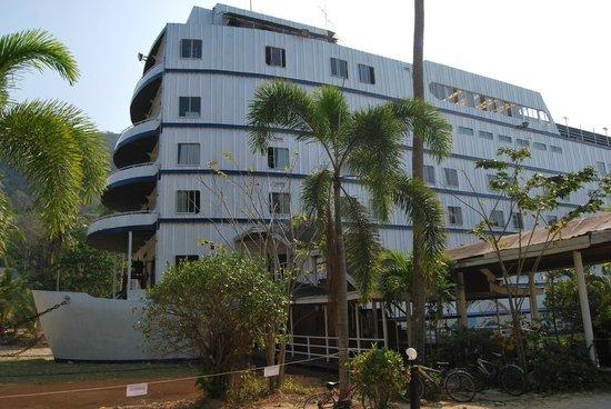 Aunchaleena Beach Front Resort: главный корпус