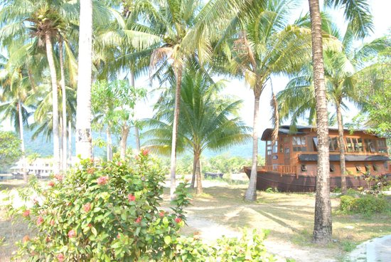 Aunchaleena Beach Front Resort: вид на бар