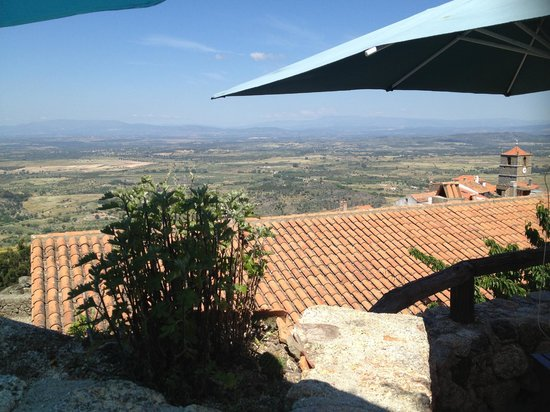 Taverna Lusitana: View West into the valley