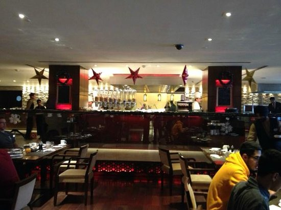 Hilton Garden Inn New Delhi / Saket: India Grill restaurent (buffet breakfast)