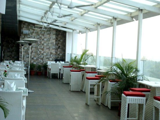 Comfort Inn: 'The Gourmet Terrace' restaurant on the 5th.Floor with beautiful views & great food.