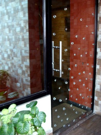 Comfort Inn: The glass door entrance with glass bubbles of 'The Gourmet Terrace' restaurant