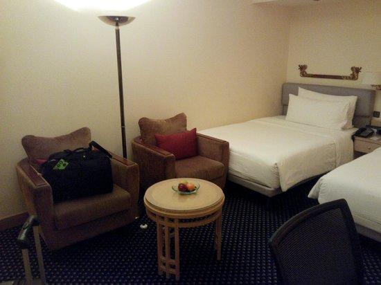 Le Meridien Jakarta: Twin Bed Room corner
