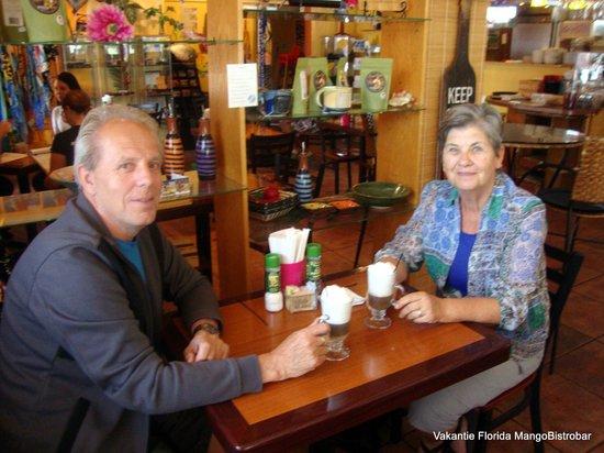 Mango Bistro : Great cappuccino's!