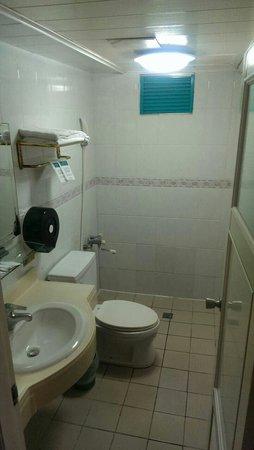 Nan Pao Hotel: 廁所