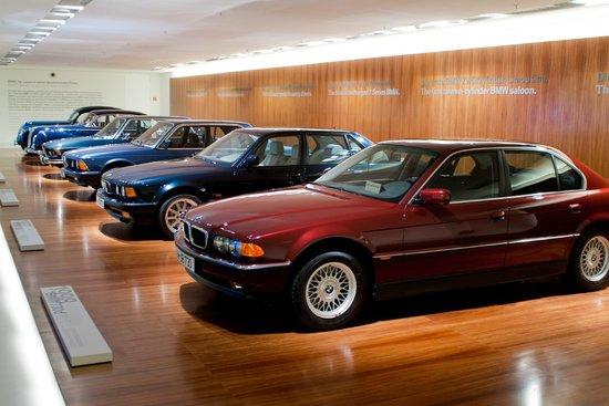 """Музей BMW - ミュンヘン、BMW博物館の写真写真: """"Музей BMW"""""""