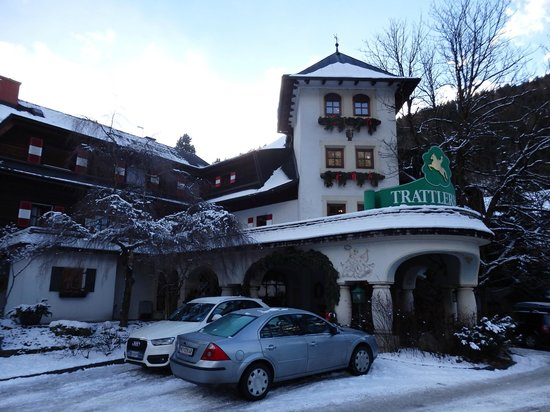 Hotel Trattlerhof: The front side of the hotel
