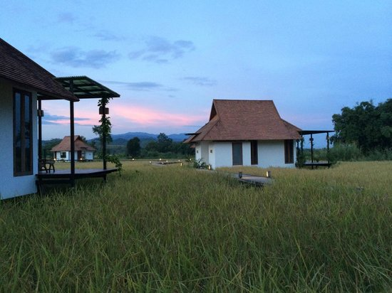 Manee Dheva Resort & Spa: sunset view of some of the villa's.