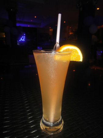 The Boardwalk Bar: drink 1