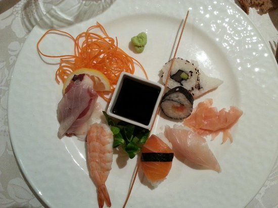 Cavallino Bianco Family Spa Grand Hotel: sushi dinner!
