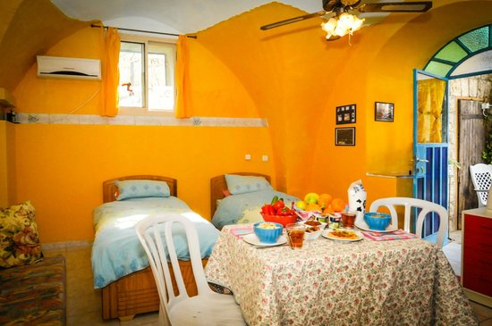 Simcha Leah's Bed and Breakfast: Guest room, with breakfast