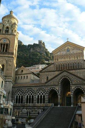 Albergo Sant'Andrea: Amalfi's wonderous duomo Sant'Andrea from hotel window