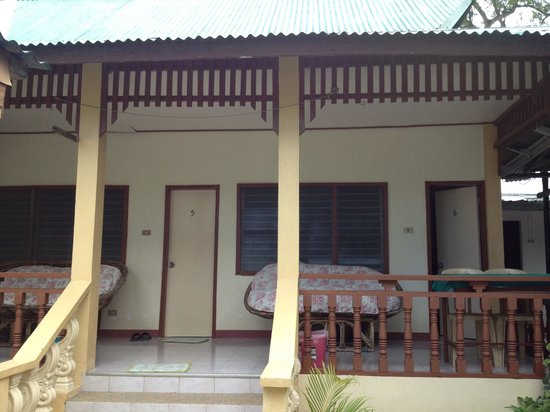 Seashore Beach Resort: Nipa but style rooms