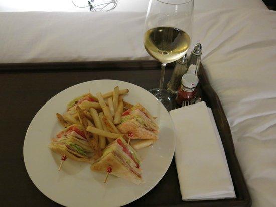 Hotel ICON: Room service
