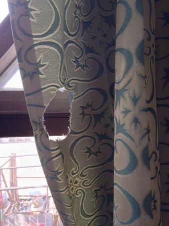 P.72 Hotel: Así son las cortinas del hotel...