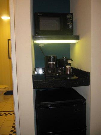 Fairfield Inn & Suites Baltimore Downtown/Inner Harbor: microwave/fridge