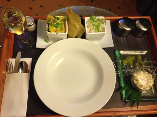 Radisson Blu Hotel, Leeds : Room service tray... Whole tail scampi and this curry was fab