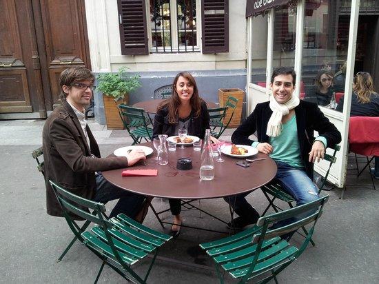 Le Sainte Marthe: mesa no exterior do restô