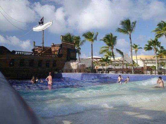 Barcelo Bavaro Palace : Isla Pirata