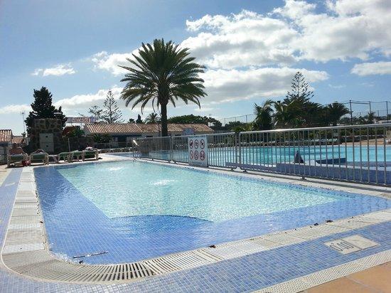 Santa Clara Bungalows: Ena poolen