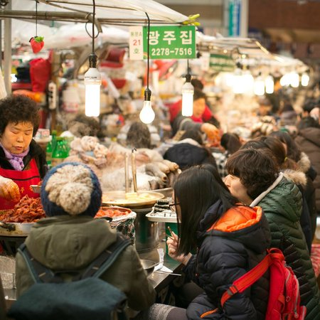 Gwangjang Market : sit down in the middle of the market for food