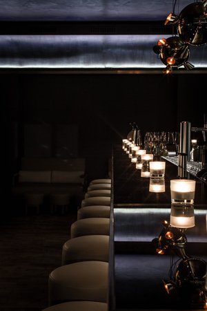 Louisa's Place: VESPER bar