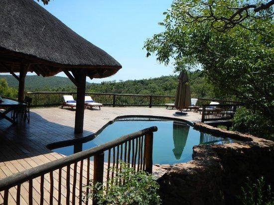 Tshwene Lodge: Pool deck
