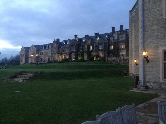 South Lodge Hotel : Early evening at the hotel