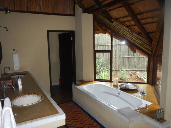 Tshwene Lodge: Bathroom