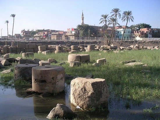 Memphis Historical Site : The ruins of the pillared hall of Rameses II
