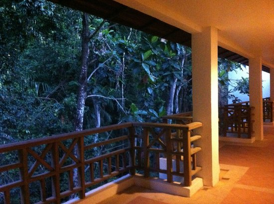 The Andaman, A Luxury Collection Resort : Jungle walkway