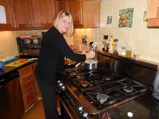 Azalea Inn & Villas : Shannon stirring her delicious grits.
