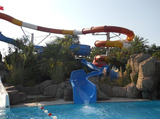 Belconti Resort Hotel: А это любимые наши горки, их 5 штук, здесь самая любимая труба!