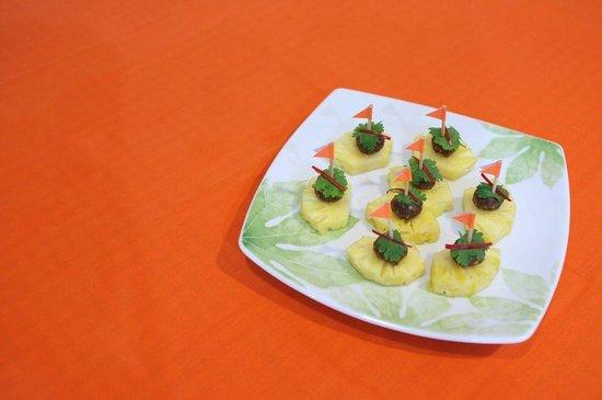 Orange Cafe: Pineapple Boats