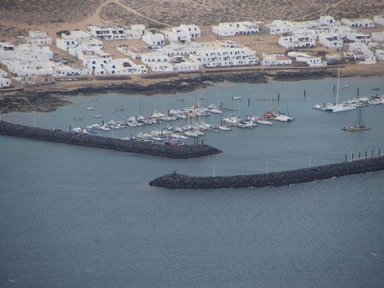 Mirador del Rio : Harbour at La Graciosa