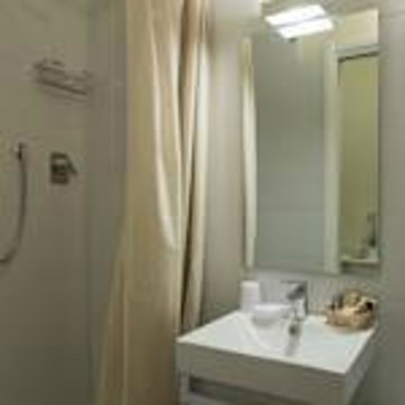 Bed & Breakfast Quattro Cantoni: Bagno camera Sara