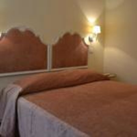 Bed & Breakfast Quattro Cantoni: Camera Sara