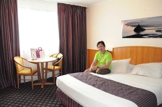 Hotel Mercure Mont Saint Michel: ภายในห้องนอนก็กว้างขวาง