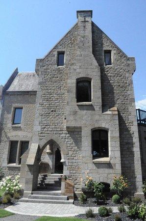 Hotel Mercure Mont Saint Michel: ตึกเก่าที่อยู่ในส่วนด้านข้างของโรงแรม