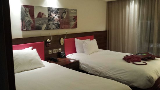 Hampton by Hilton Exeter Airport: Room