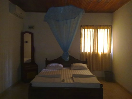 Karu's Guest House: A room