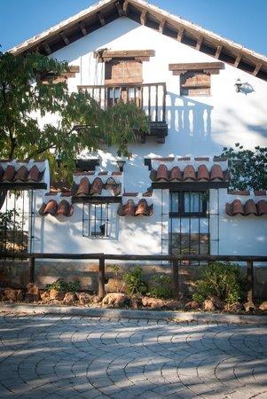 Casa Rural La Brecera: fachada de la casa